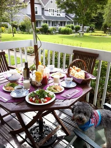 20120719breakfast w dog.jpg